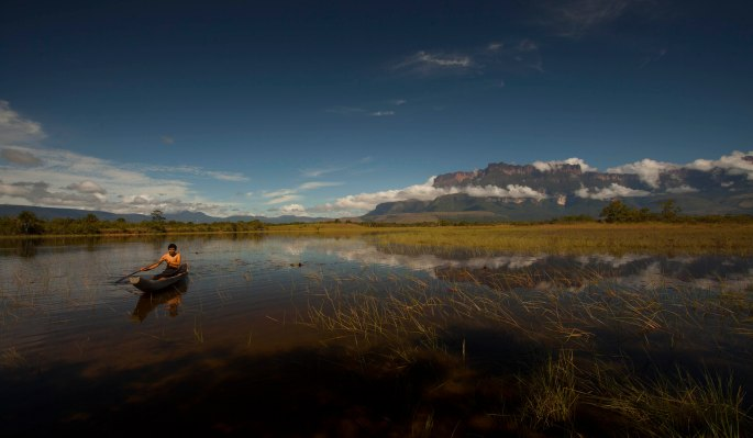 Auyantepui y lago
